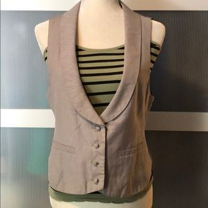 🔥🔥Grey vest.  Super cute 🔥🔥